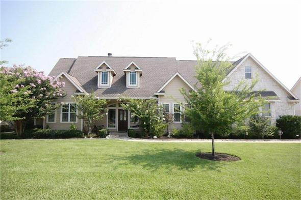 4 - 5 Beds, 3 FullBath, 2,745 Sqft.